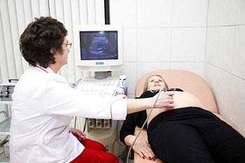 В Киеве будут оперировать детей в утробе